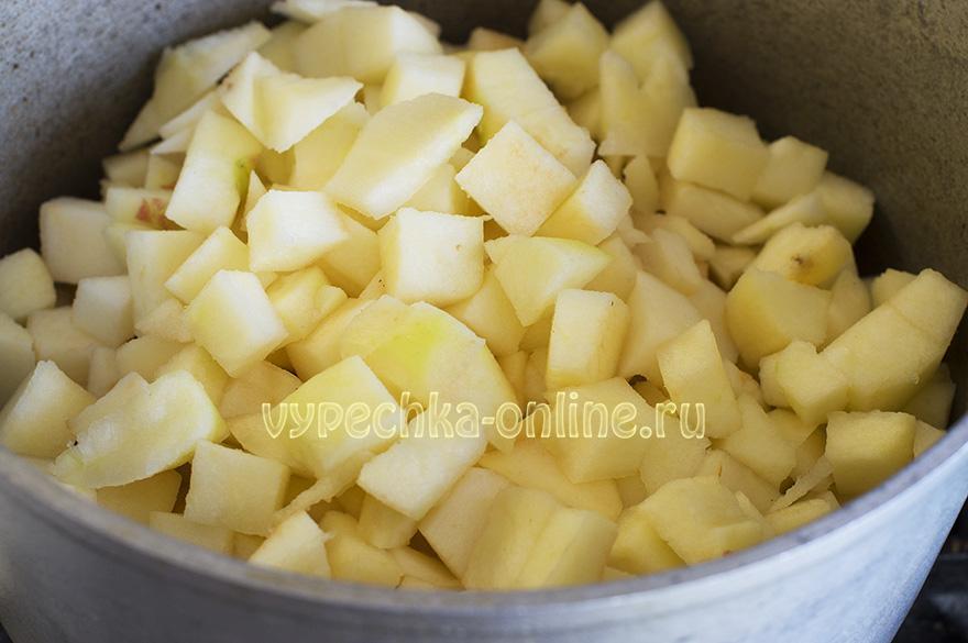 Духовые пирожки с яблоками на дрожжах