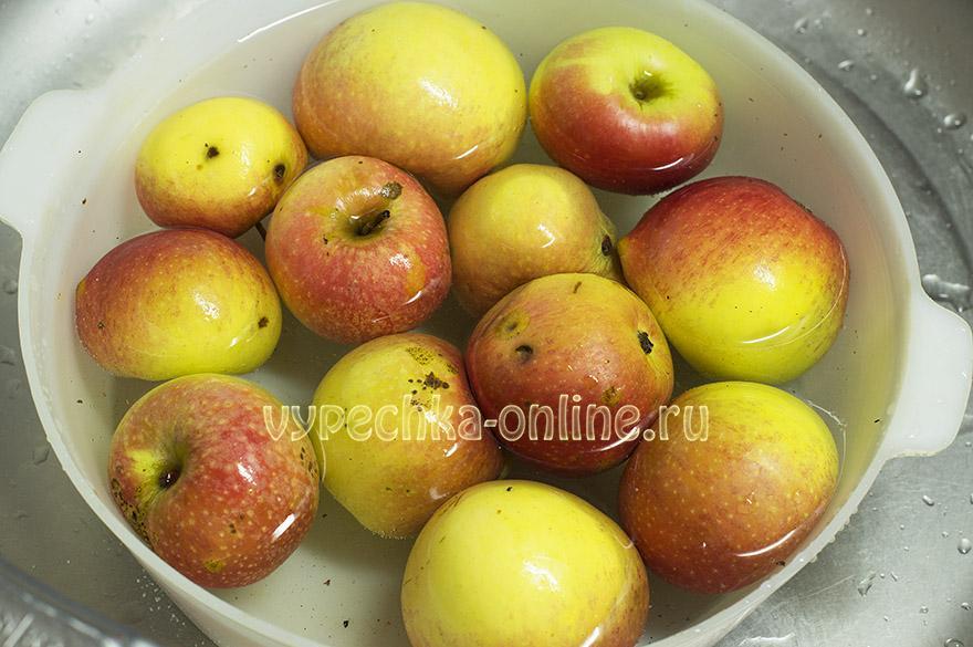 Пирог из сухого теста с яблоками