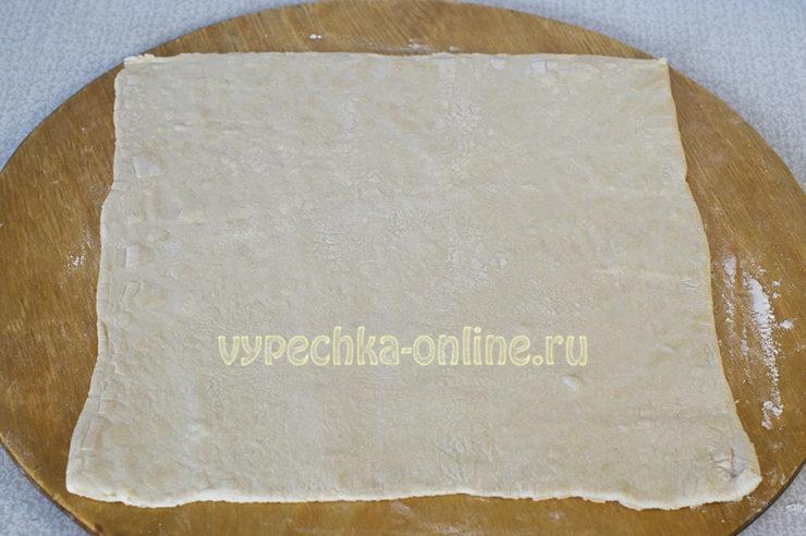 Плюшки из слоеного теста с корицей