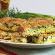 Пирог с зеленым луком и сырым яйцом
