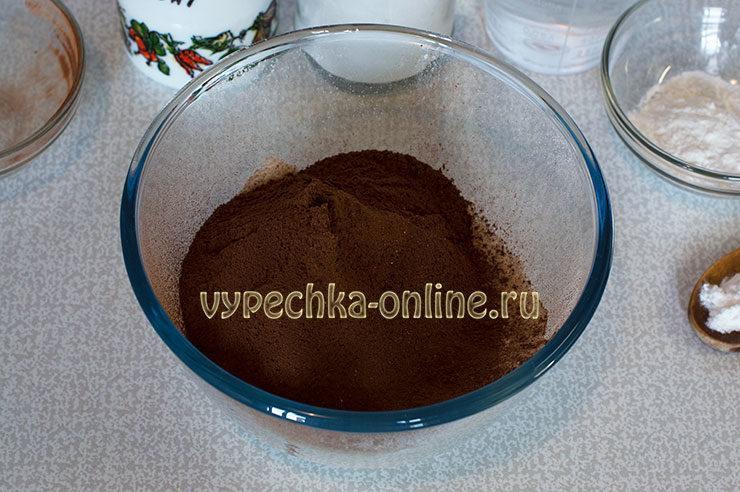 Tresnutoe shokoladnoe pechen'ye Shag 2