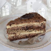 Торт с черносливом и грецкими орехами и сметанным кремом