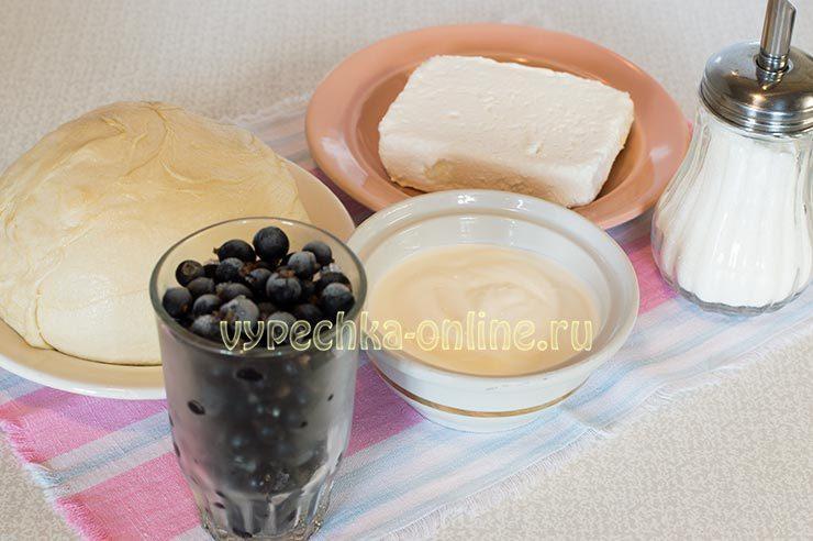 пирог со смородиной и сметаной