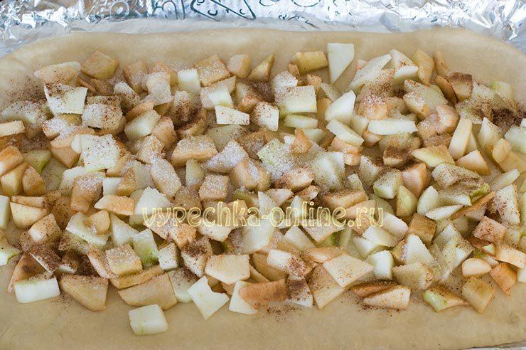 Яблочный пирог из дрожжевого теста рецепт с фото пошагово в духовке