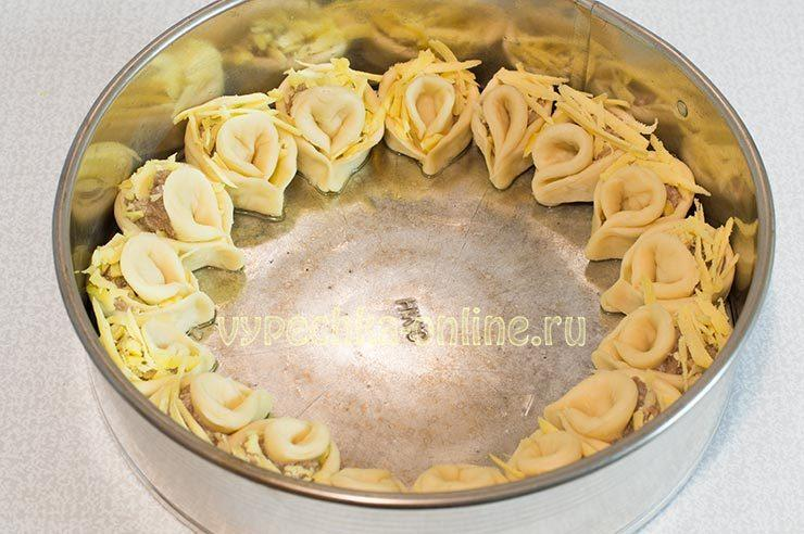 Пирог хризантема с фаршем и сыром