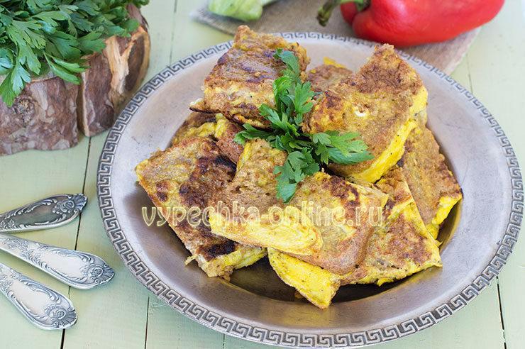 горячие бутерброды с яйцами на сковороде
