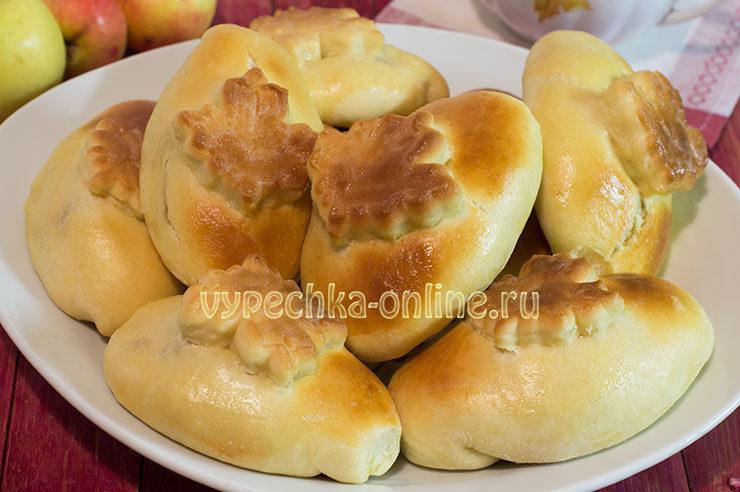 Пирожки с яблоками из дрожжевого теста в духовке