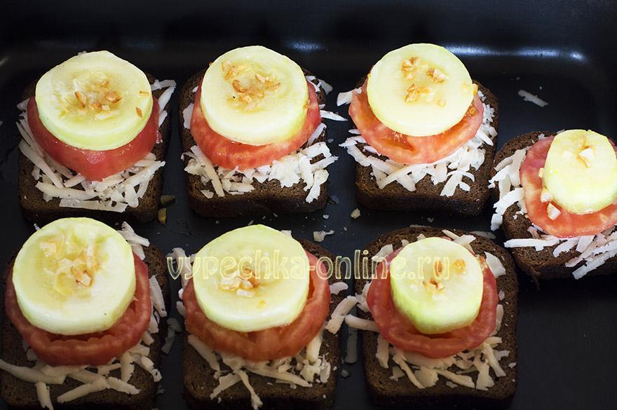 Горячие бутерброды с кабачками и помидорами