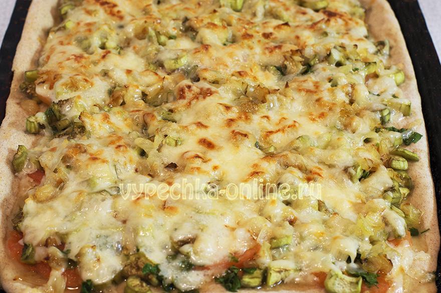 Пицца с баклажанами и помидорами