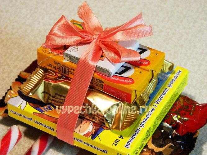 Сани Деда Мороза из конфет