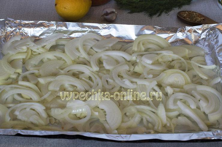 Морской окунь с овощами в духовке