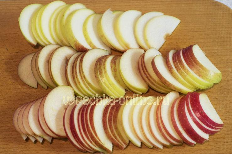 Яблочные розочки из слоеного теста