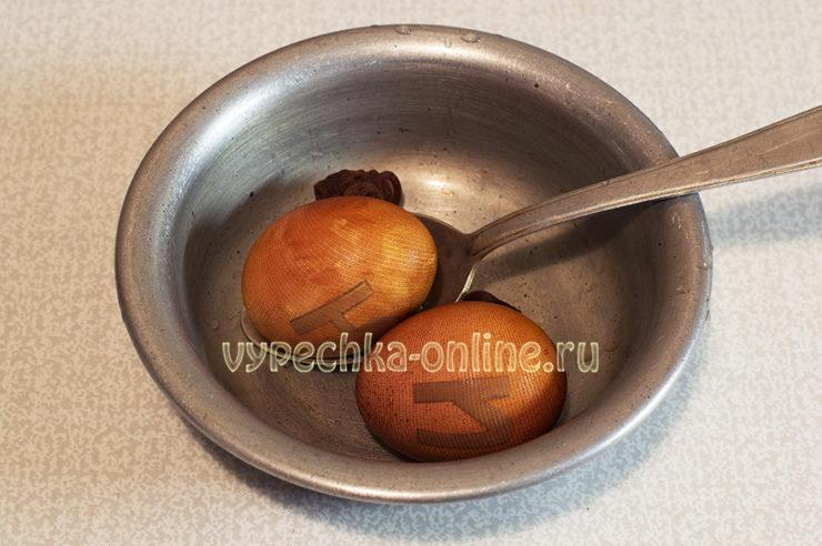 Оригинальное окрашивание яиц на Пасху