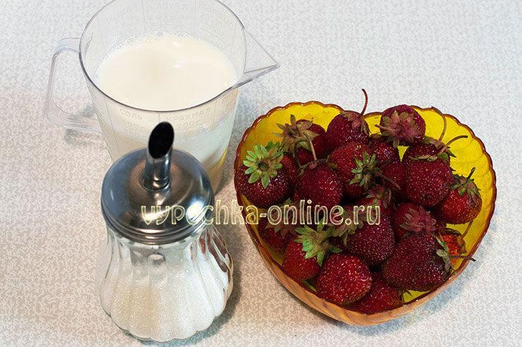 Молочный коктейль с земляникой в блендере