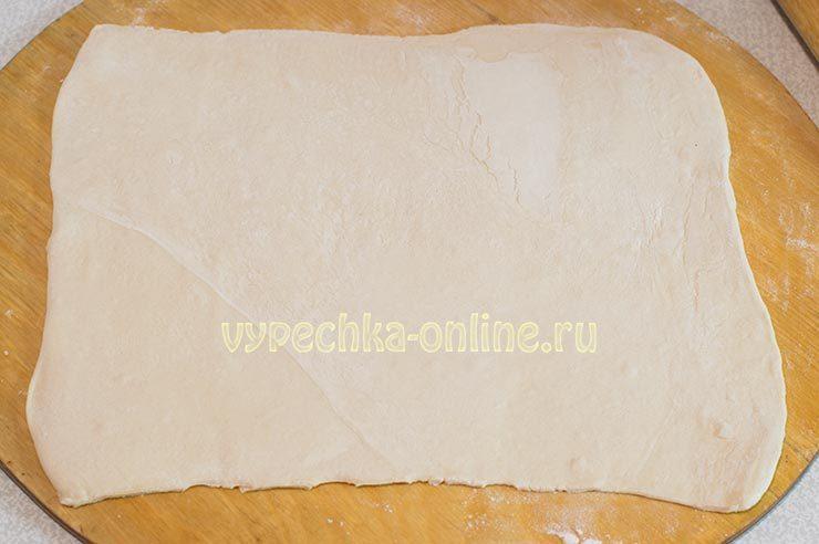 слойки с мясом из слоеного теста в духовке