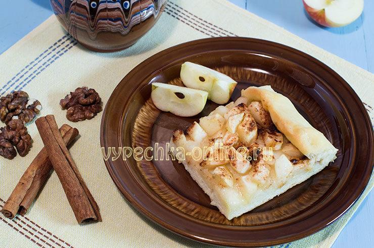 открытый пирог с яблоками из дрожжевого теста