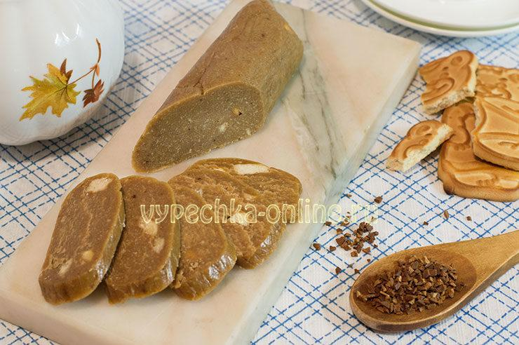 Сладкая колбаска из печенья и масла