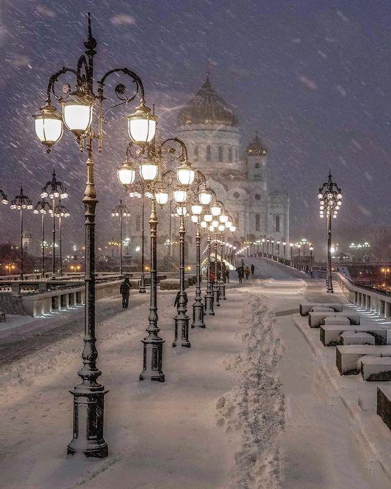 Храм Христа Спасителя зимой, фонари