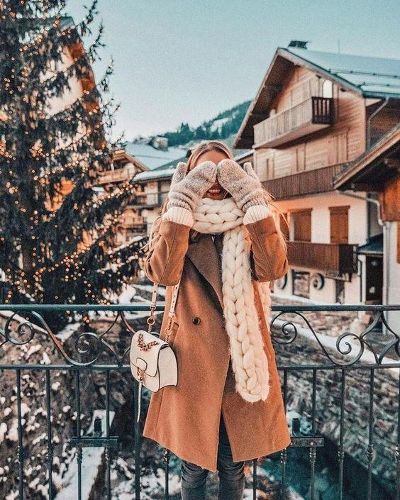 Девушка в шарфе зимой
