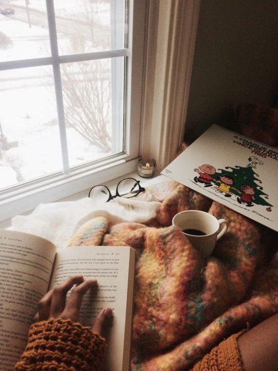 Девушка, книга, кофе, окно