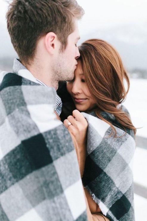 Влюблённые, пара, плед, объятия