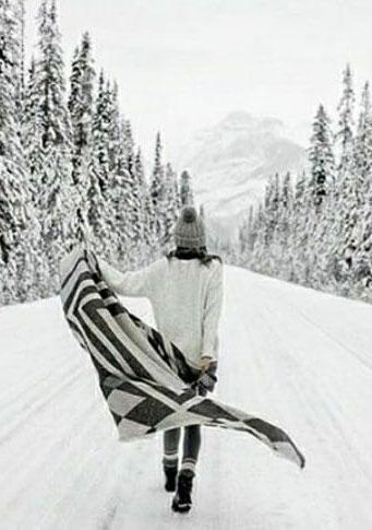 Девушка, зима, дорога