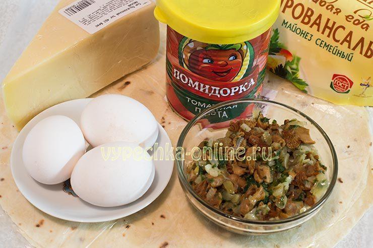 Рулет из лаваша с грибами и сыром и яйцом