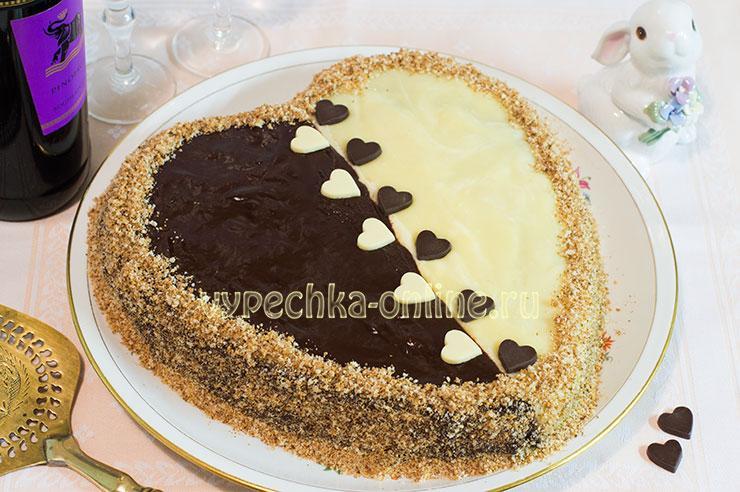 Торт в виде сердца с кремом и глазурью
