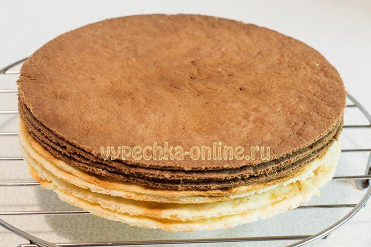 Коржи для торта шоколадные и светлые