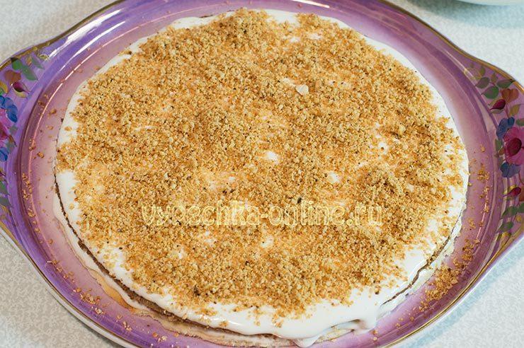 Торт со сметанным кремом и орехами
