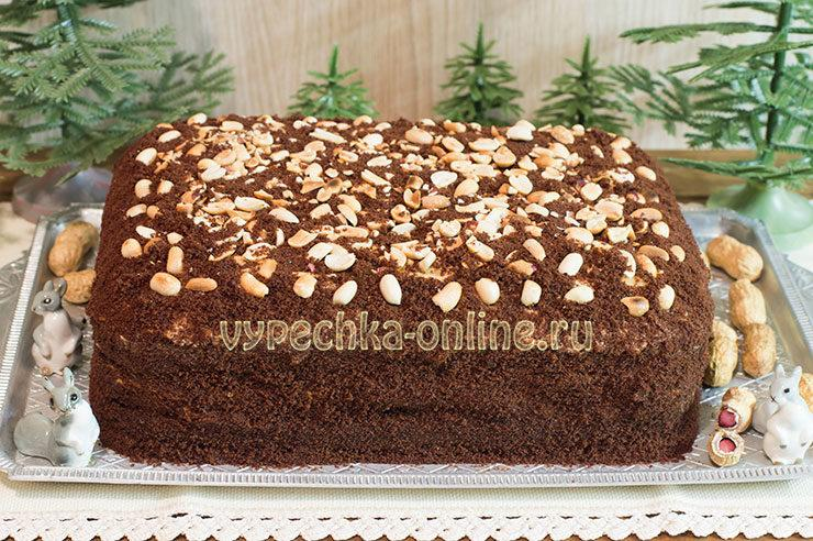 Праздничный торт с орехами
