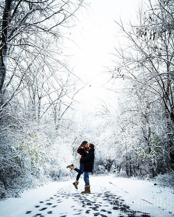 Влюблённые, зима, снег, лес