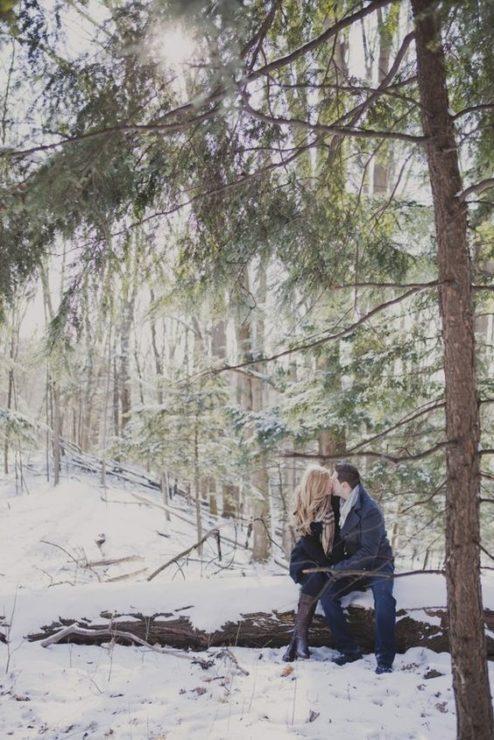 Влюблённая пара на природе