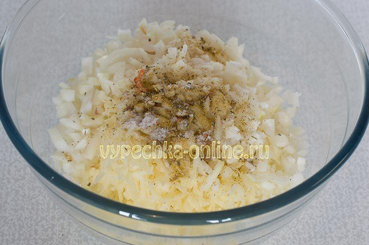 Картошка, лук, соль, специи