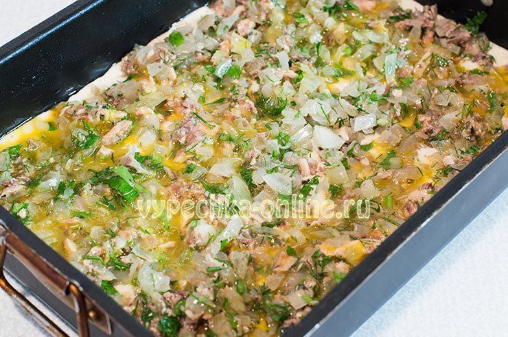 Заливной пирог с рыбными консервами на кефире