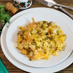 Запеченная картошка в духовке с сыром и чесноком кусочками, рецепт с фото