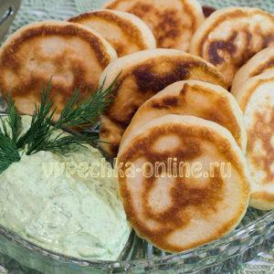 Дрожжевые оладьи на молоке пышные на сухих дрожжах рецепт с фото