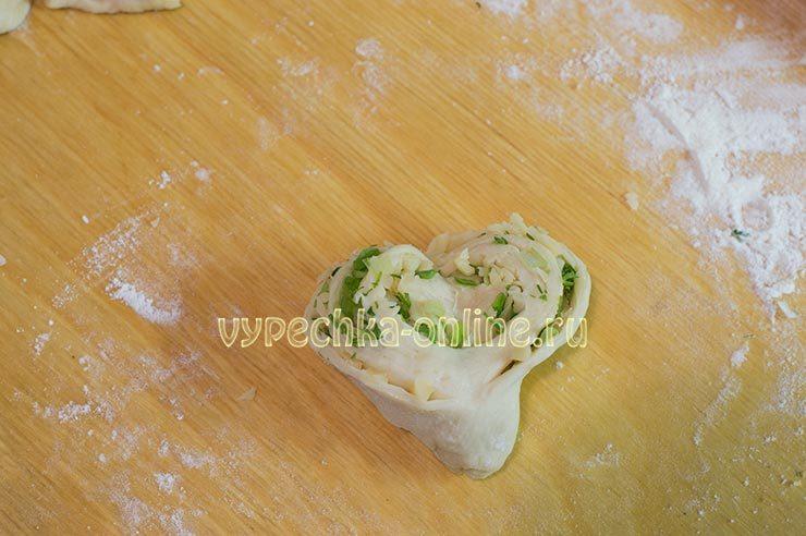 Плюшка с сыром и зеленью