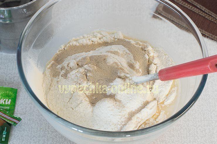 Как замесить тесто для пирожков на сухих дрожжах
