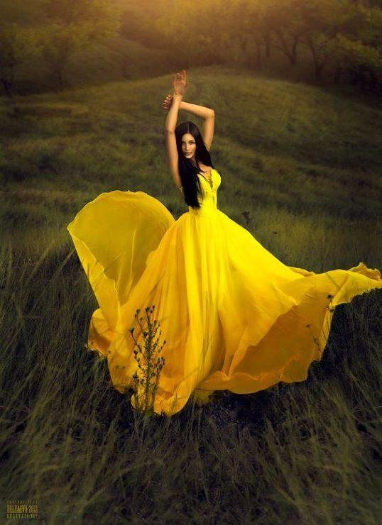 Красивое жёлтое платье
