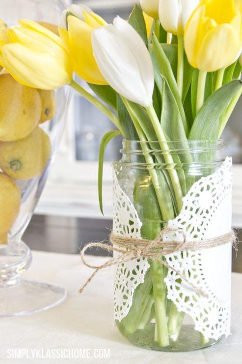 Жёлтые и белые тюльпаны