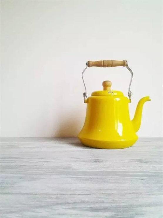 Жёлтый чайник