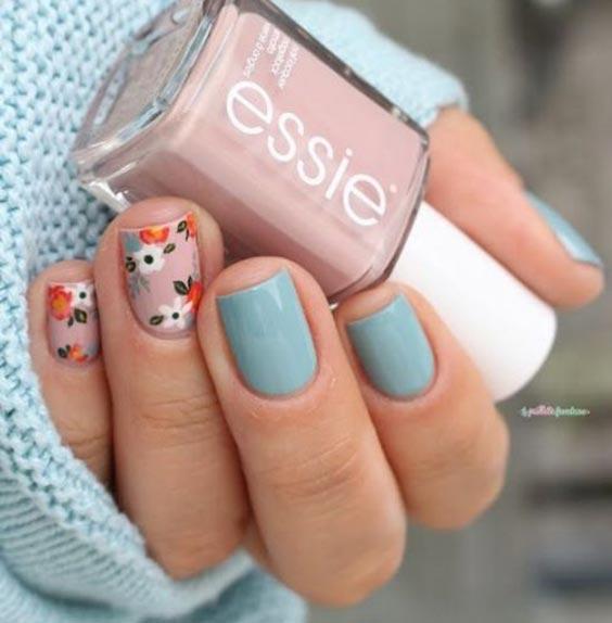 Ногти с цветочками бледно бирюзовые