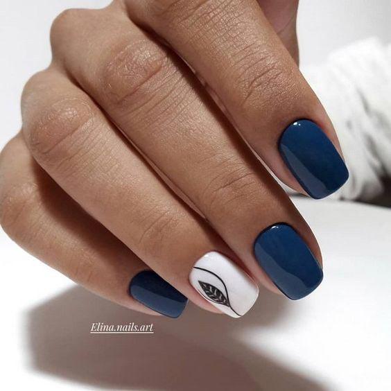 Очень красивый синий маникюр