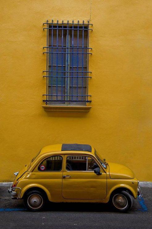 Машина, стена