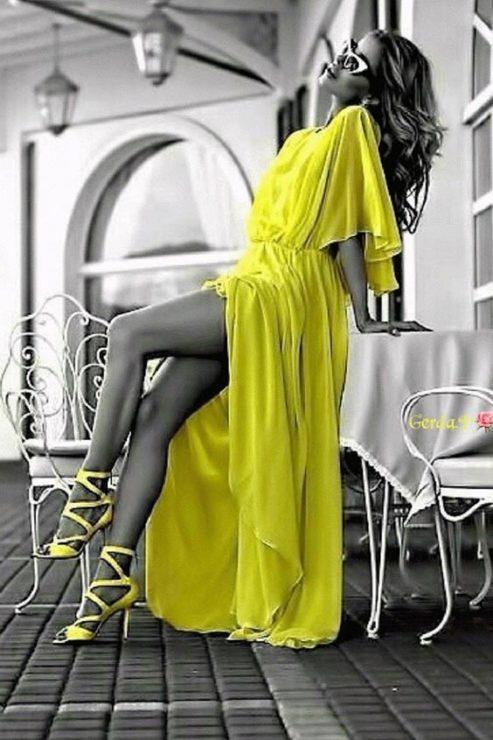 Длинное жёлтое платье