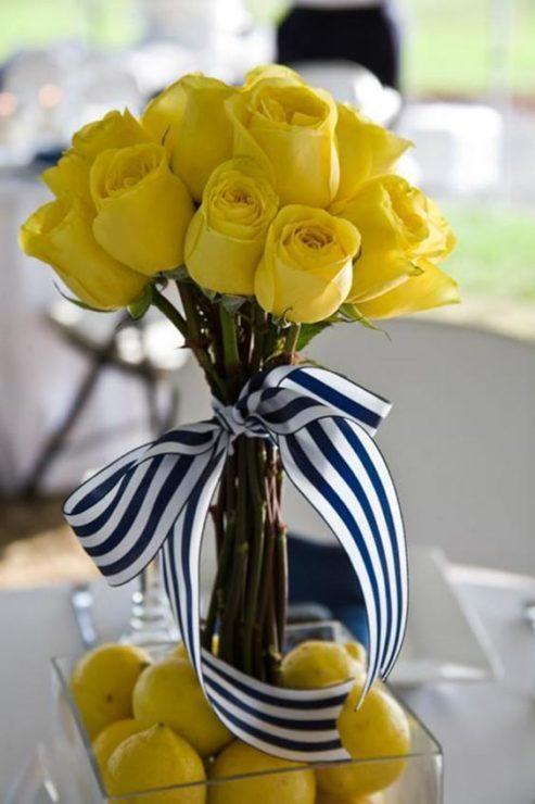 Розы с полосатой лентой