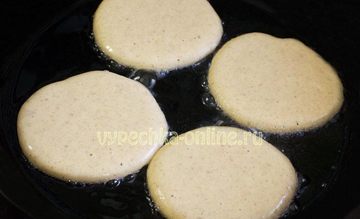 Тесто на оладьи на кефире, как сделать – рецепт с фото с разрыхлителем