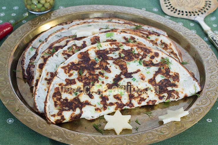 Сырные блины с зеленью просто быстро и вкусно на молоке, рецепт с фото