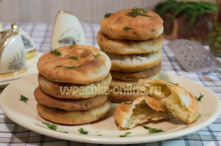 Творожные лепешки на сковороде рецепт с фото пошагово в домашних условиях (с зеленью, во фритюре)